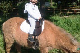 Linda su Pony.jpg