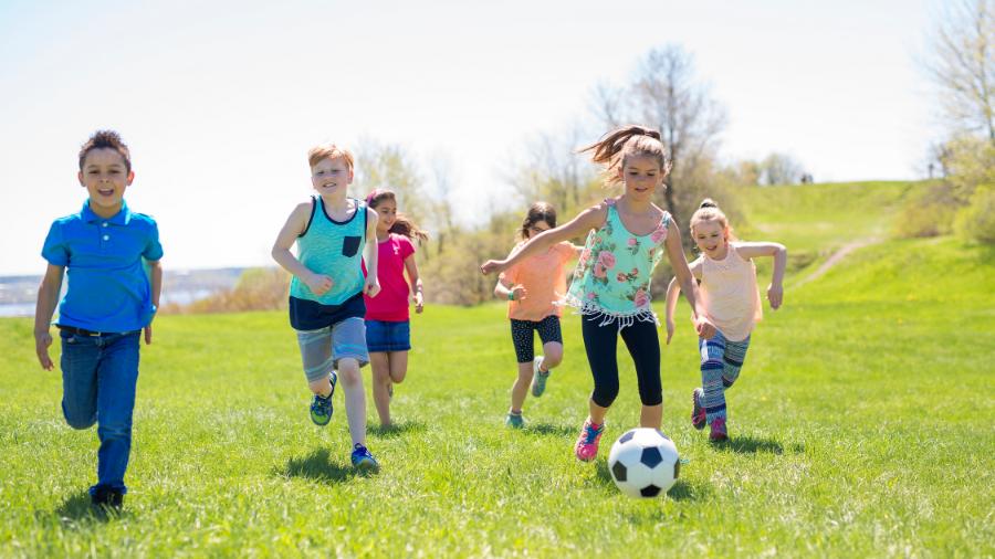 9 giochi da fare in giardino per bambini e ragazzi