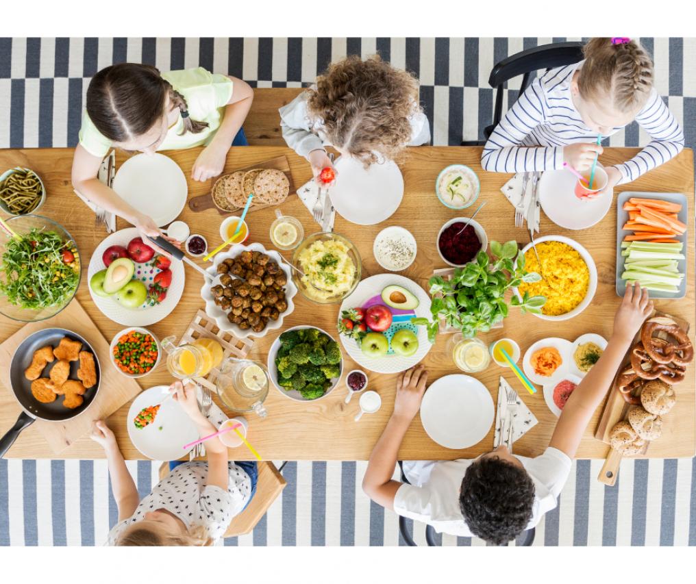 Buffet in estate per la festa di compleanno dei bambini