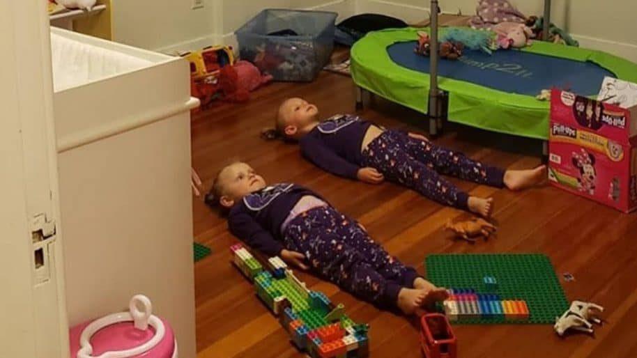 """Tuo figlio non vuole dormire? Usa la strategia del """"pigiama luminoso"""""""