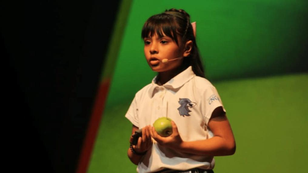 Adhara 8 anni, a scuola subisce atti di bullismo ma ha un QI più alto di Einstein