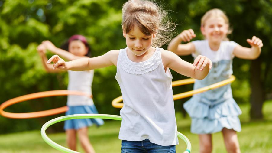 Giochi per bambini in estate, con un occhio alle distanze